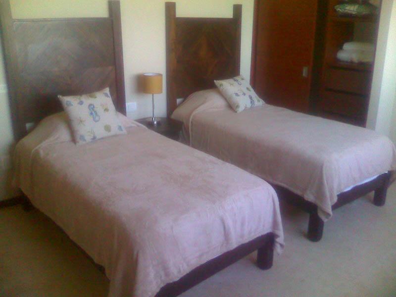 Twin post bed sett
